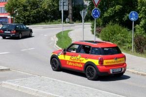 Fahrstunde mit unserem roten Mini